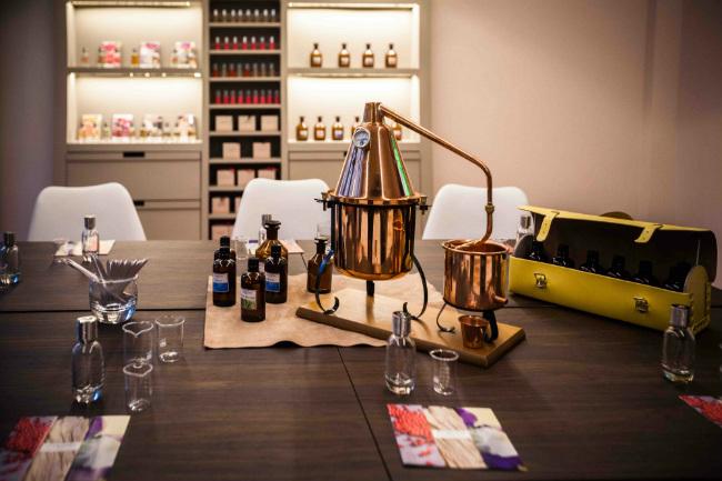Create Your Own Perfume in Paris: Les Ateliers des Parfums Candora