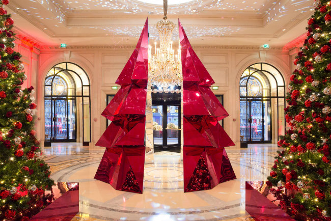Deck the Halls: Wow-Worthy Christmas Decorations at Paris Hotels