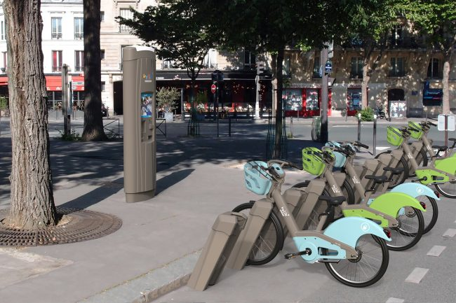 Biking in Paris: The Scoop on the New Vélibs