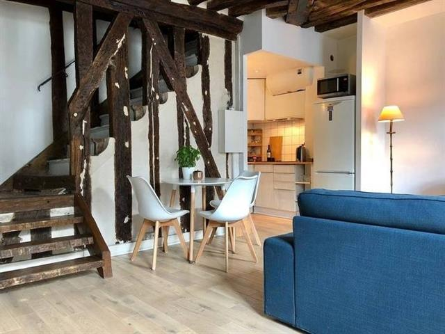 For Sale: Charming Duplex of 68 square meters, a House in Paris