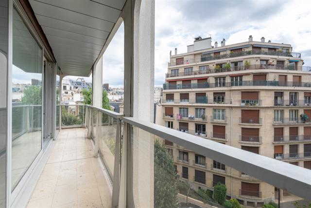 For Sale: Sunny Apartment in the 16th with Balcony