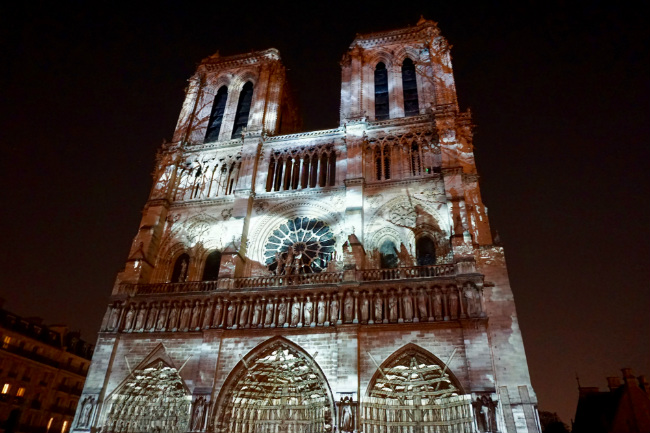 Dame De Coeur 2018 Light Show At Notre Dame Cathedral In Paris