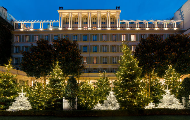 Don't Miss the Spectacular Christmas Decorations at Paris Hotels