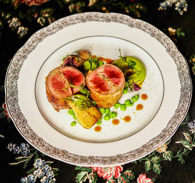 Paris Restaurants: Vive Lapérouse!