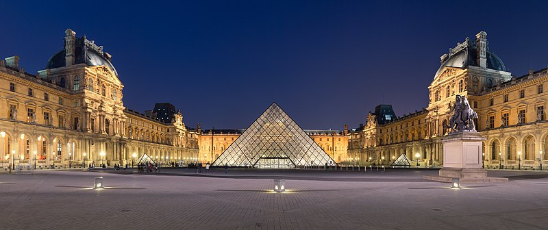 Napoleon courtyard of the Louvre museum at night time, with Ieoh Ming Pei's pyramid in the middle.