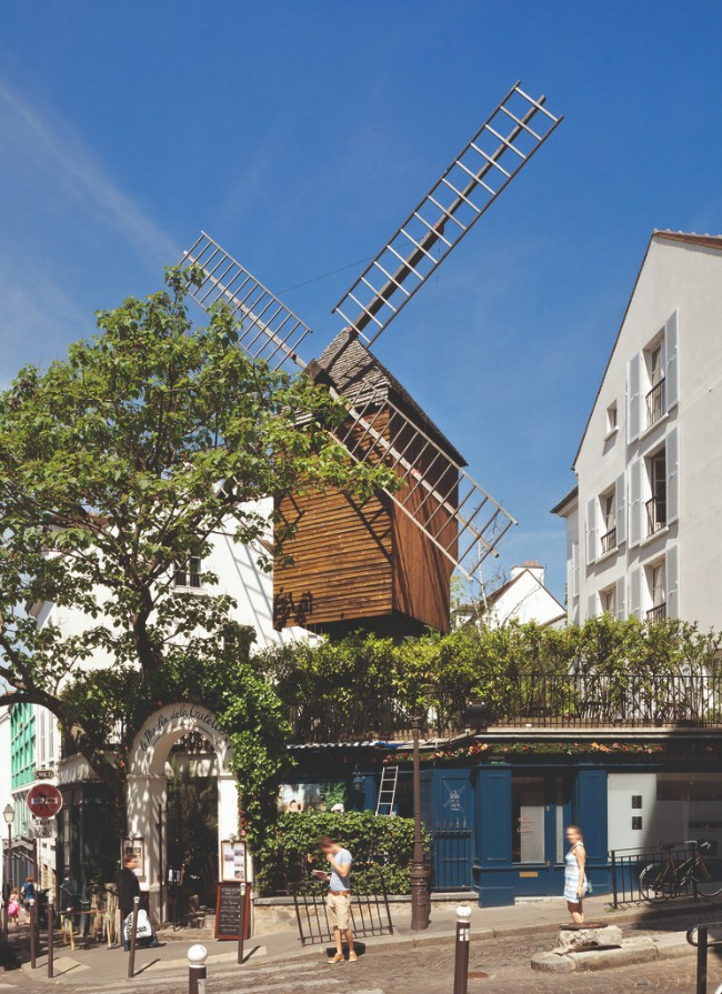 Windmills and Wine: A Moulin Rouge Themed Walking Tour of Montmartre