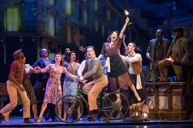 An American in Paris Sets the Stage at Théâtre du Châtelet