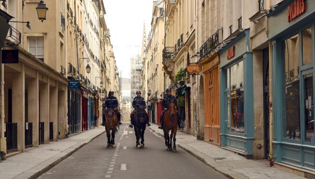 Quartier Postcards: What Paris Looks Like under Lockdown