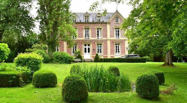 For Sale: Beautiful property with landscaped park just 1 hour from Paris