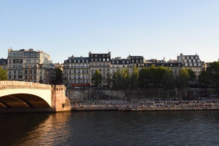 Social distancing, summer, Paris
