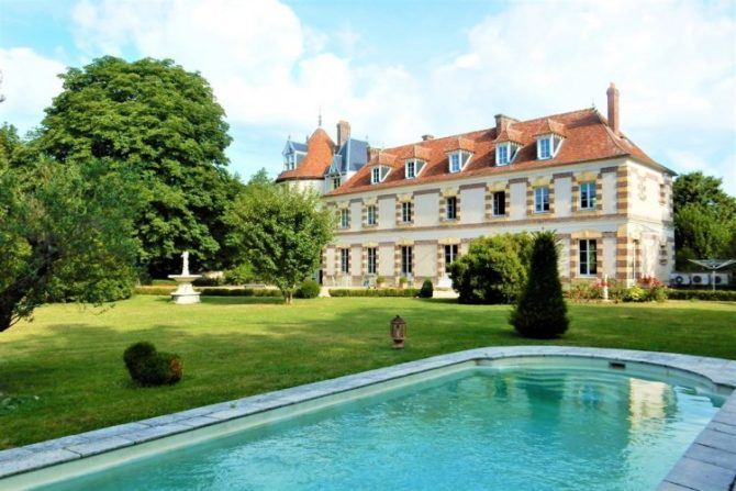 For Sale: Chateau surrounded by moats, 45km from Paris