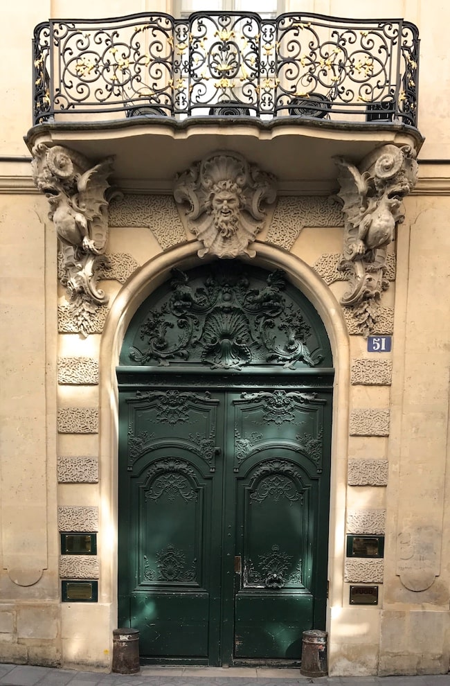 The ornate decoration at 51 rue Saint-Louis en l'Île