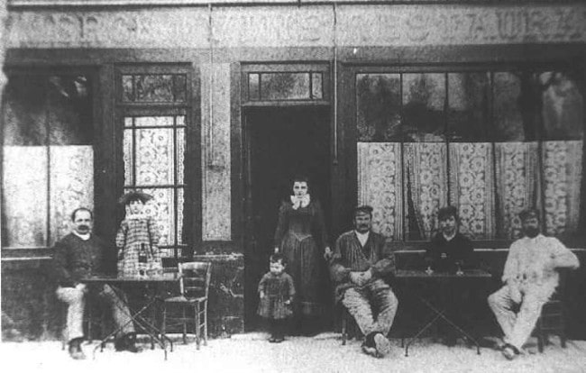 Auberge Ravoux, c. 1890, with, from left to right, Arthur Gustave Raboux, Germaine Raboux, Raoul Levert, and Adéline Ravoux.