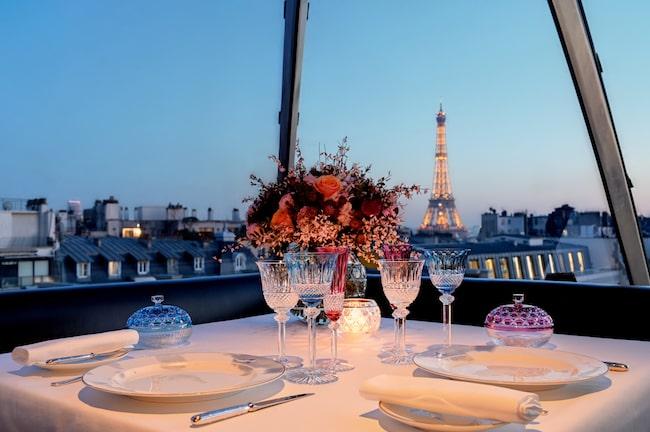 Dining in Paris at L'Oiseau Blanc