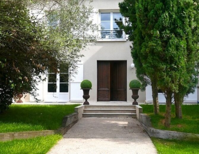 For Sale: 6-Bedroom Home in Issy-Les-Moulineaux