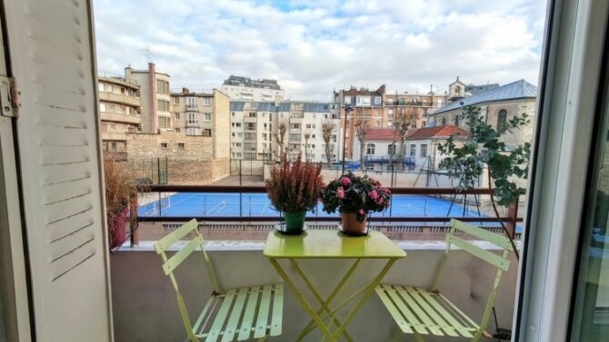 For Sale: Immaculate 2-Bedroom Flat with Unobstructed Views
