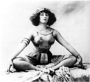 Colette in Reve d'Egypte at Moulin Rouge. Public domaine photo.