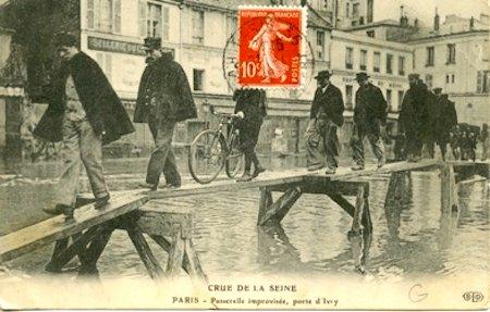 Vintage postcard, Paris flood of 1910. Public domain.
