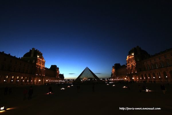 Pyramide Nuit ©F Beddok 2011 AKA paris-emoi