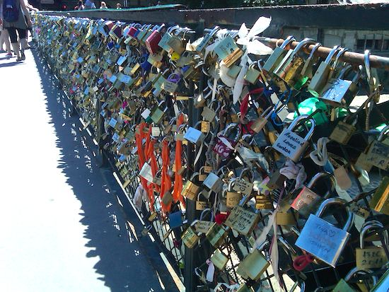 Image gallery lock bridge paris france for Love lock bridge in paris