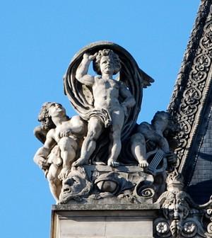 Louvre angels