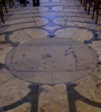 Center of the Chartres stone labyrinth