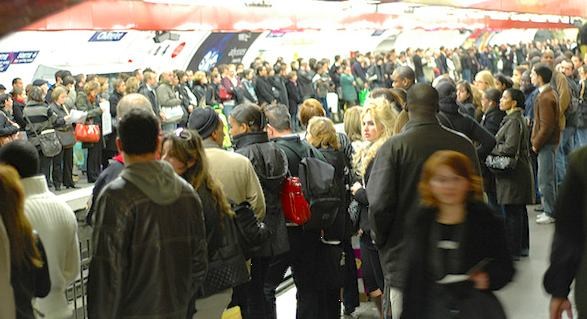 Passengers on Châtelet platform during a 2007 SNCF strike.