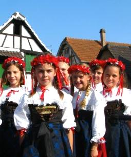 Alsatian children in folk costumes. Photo credit: PaP67