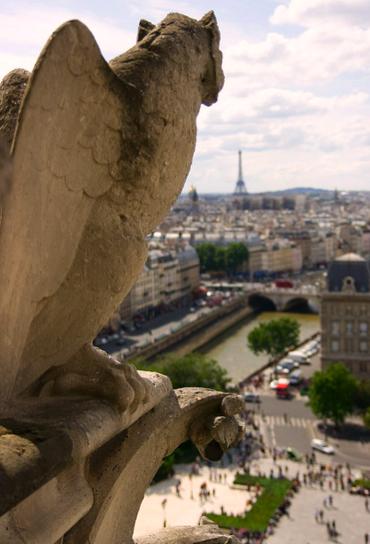 Chimera gargoyle at Notre Dame ©darekrusin