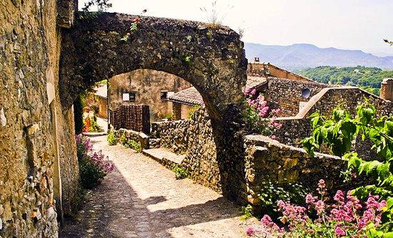 Mirmande arched walk at village top