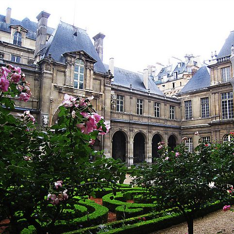 Musee Carnavalet garden © Lulybelle