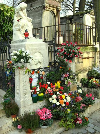Chopin's grave, ever with flowers. Photo: Olivier Bruchez