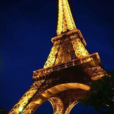 Eiffel tower © Moyan Brenn
