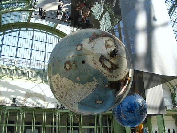 Coronelli Globes at Grand Palais in 2005. Photo: Wikimedia