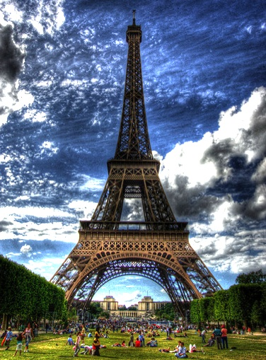 Champs de Mars picnic ©Vincent Lock