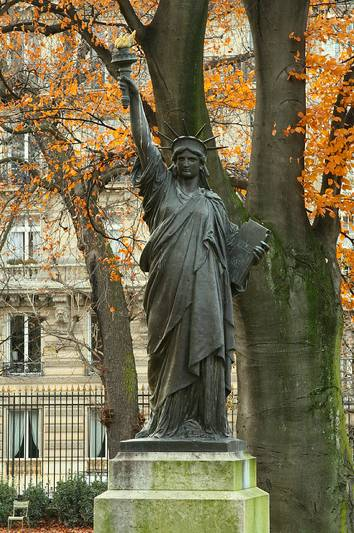 Statue of Liberty in Luxembourg Garden. Photo: ©gamillos