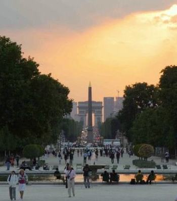 Walk from Louvre to Tuileries to Place de la Concorde. Photo: theworldeffect.com