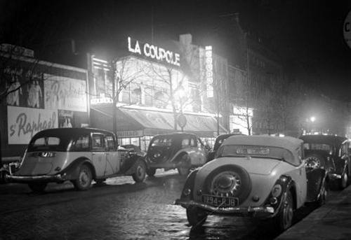 famous Montparnasse restaurant, La Coupole, circa 1930