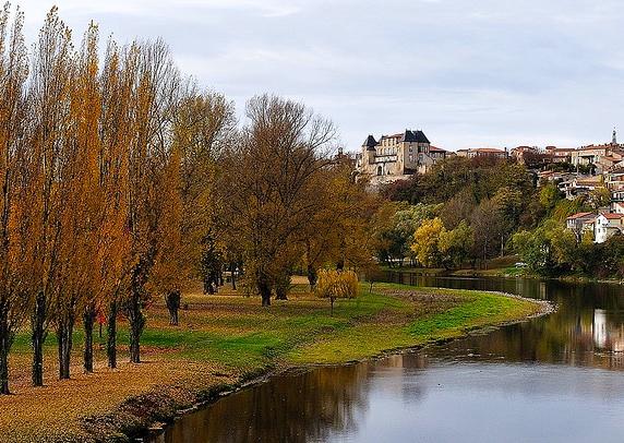 River Allier, Pont du chateau, Puy de dôme.
