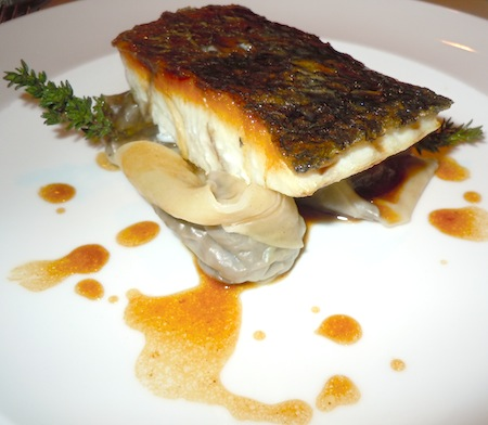 Maigre fish with ravioli and chanterelles. Photo by M. Kemp.