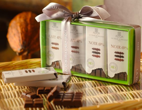 Le Coffret de mini-tablettes de chocolat. Tour d'Argent publicity photo.