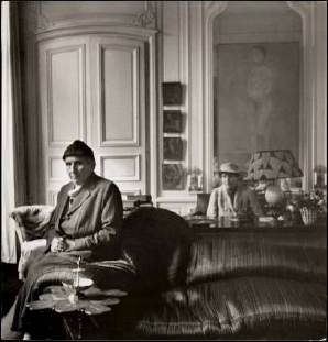 Cecil Beaton, Gertrude Stein ; Alice B. Toklas, 1936. Bromure, 24 x 23,7 cm. Londres, National Portrait Gallery. ©Courtesy of the Cecil Beaton Studio Archive at Sotheby's