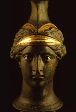 OEnochoe a tete de femme. Photo: © Soprintendenza Speciale per i Beni Archeologici di Napoli e Pompei / Photo Pio Foglia