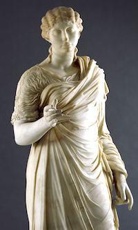 Statue honoraire de femme drapee  © Soprintendenza Speciale per i Beni Archeologici di Napoli e Pompei / Photo Archivio dell'Arte - Luciano Pedicini/fotografo