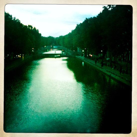 Canal Saint-Martin at l'heure verte. ©Clay McLachlan 2011