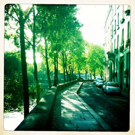Quai d'Anjou on Ille St-Louis in Paris. ©Clay McLachlan ©claypix 2011