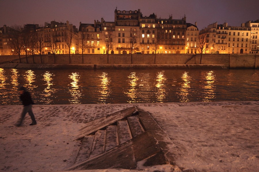 winter on ile st louis in paris