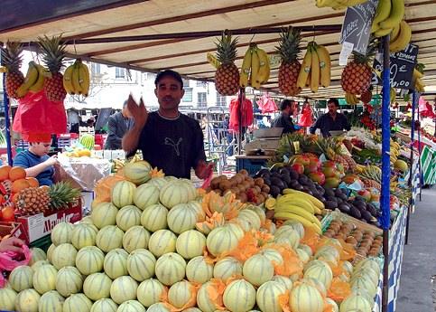 Marche d'Aligre fruit vendor.