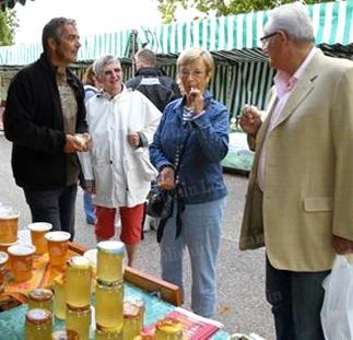 Sampling market honey. Photo: Republicaine-Lorraine