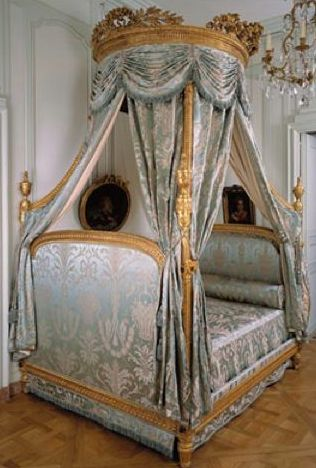 Polish bed by Georges Jacob at Cognacq-Jay Museum. Photo: Mairie de Paris